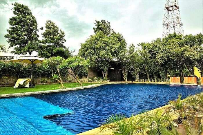 pool in aravali resort