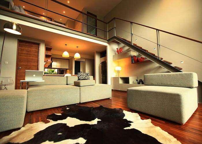 Living area in petinget room
