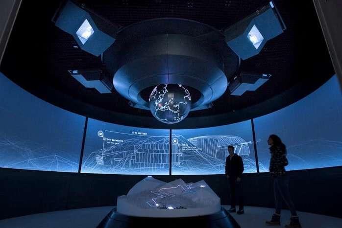 007 Elements briefing room