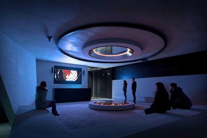 007 Elements lobby