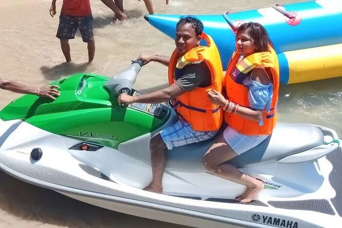 couple doing jet skiing