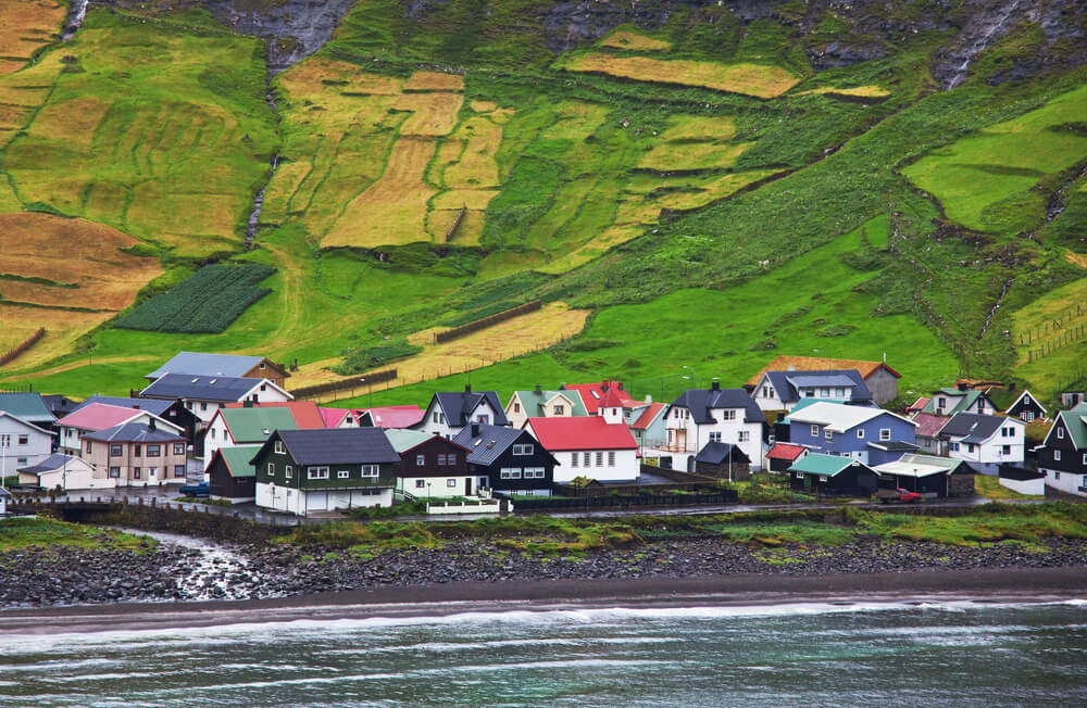 the gorgeous colorful homes of Faroe