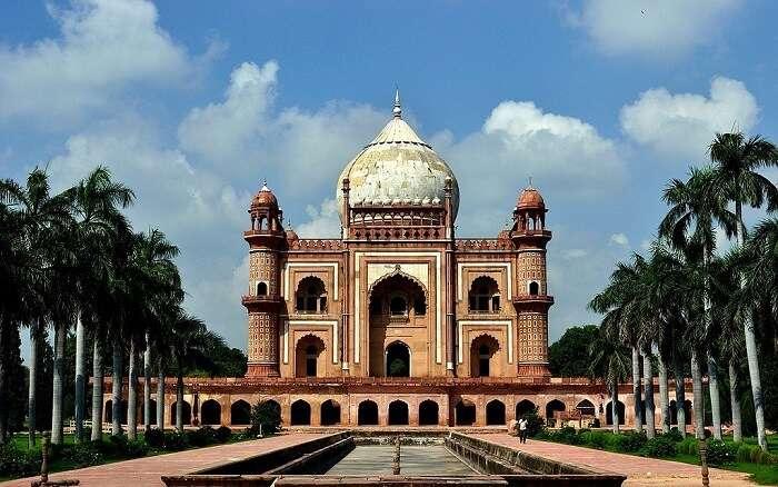 Safdar_Jang's_Tomb,_Delhi_ (1)