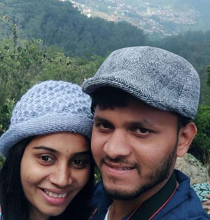 couple clicking selfie in coonoor