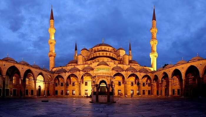 Blue_Mosque_Courtyard_Dusk
