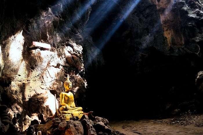Cave thailand buddha