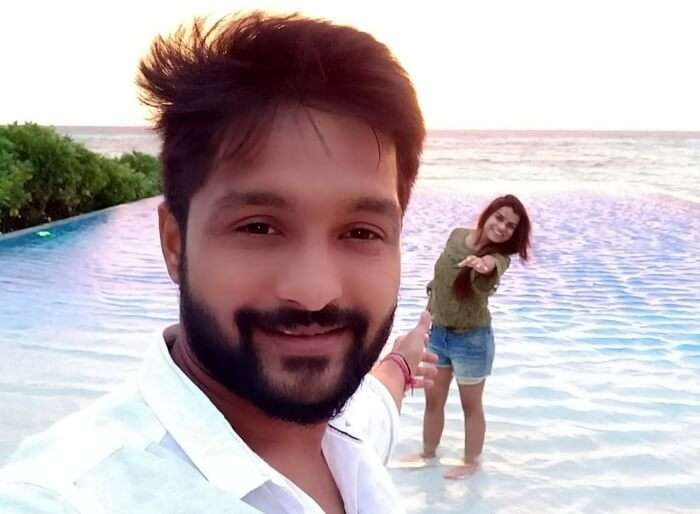 couple clicking slefie on beach