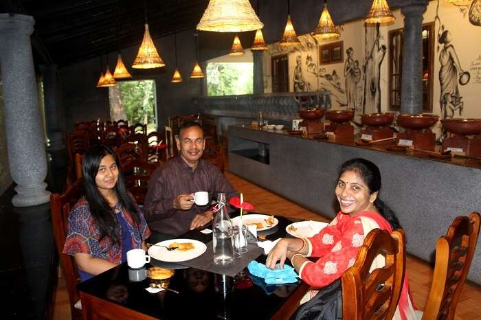 family having lunch in munnar