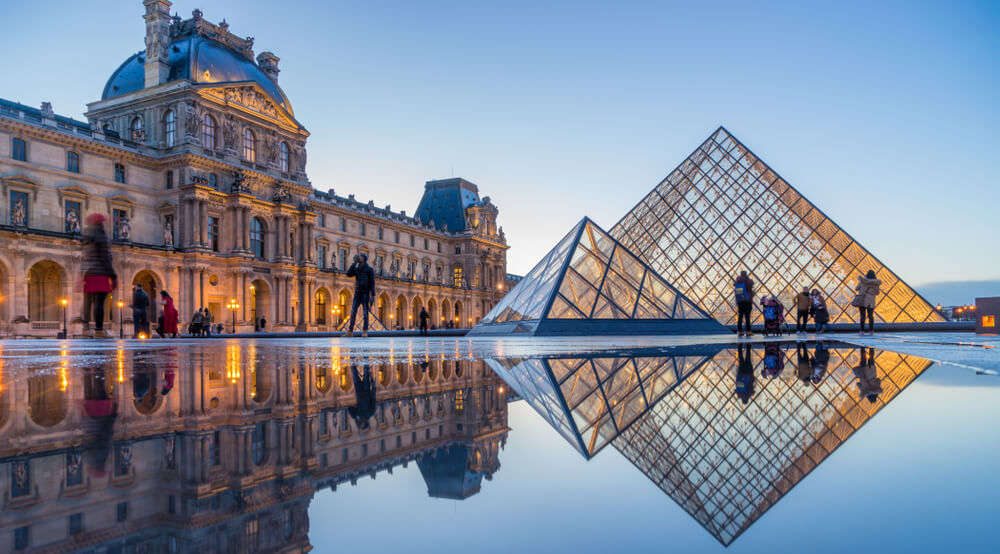 Louvre showcases art and sculptures by renowned artists