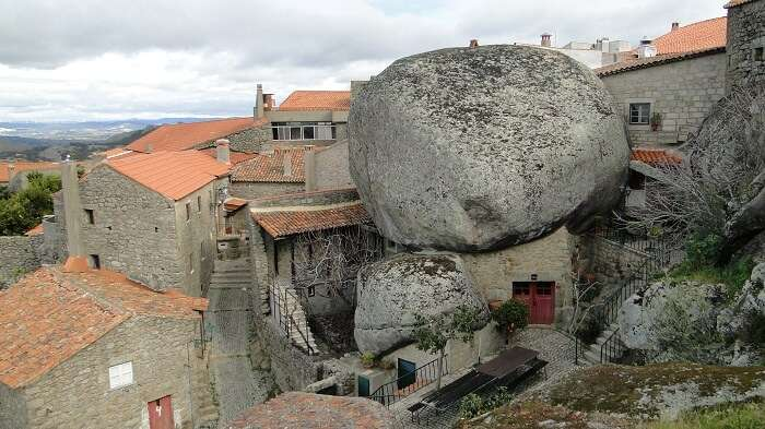 granite houses in Monsanto
