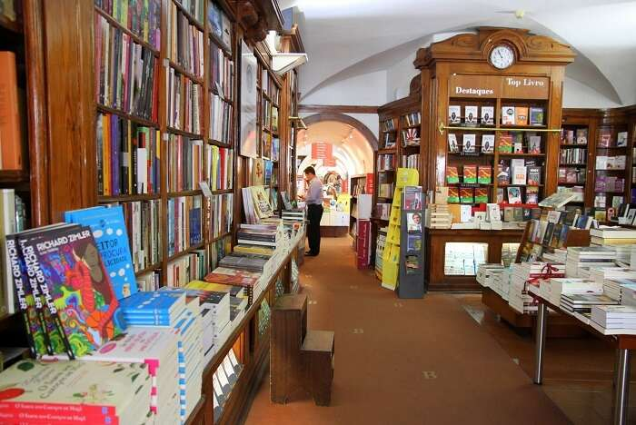 Read at Livraria Bertrand portugal