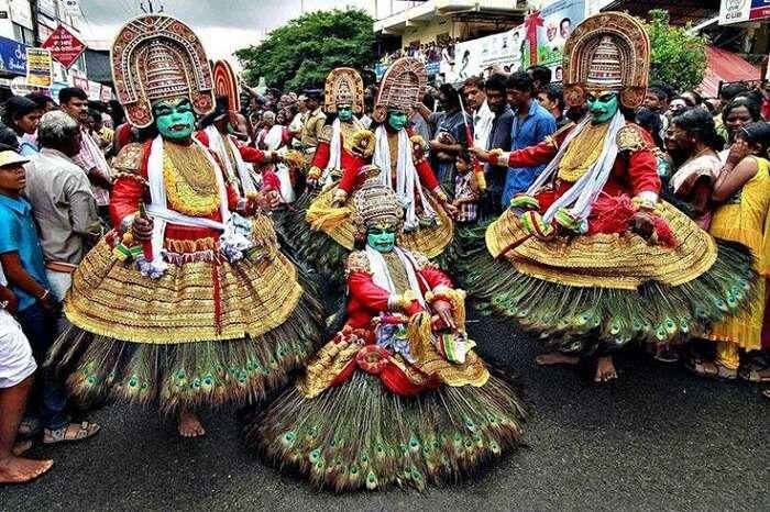 dancers in onam