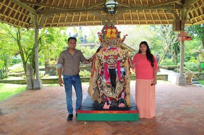 couple at Taman Ayun Temple