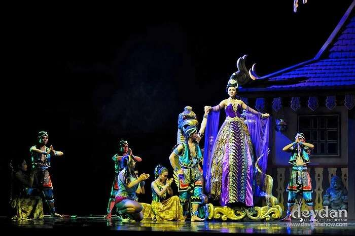 theatrical performance is beautifully conceptualised