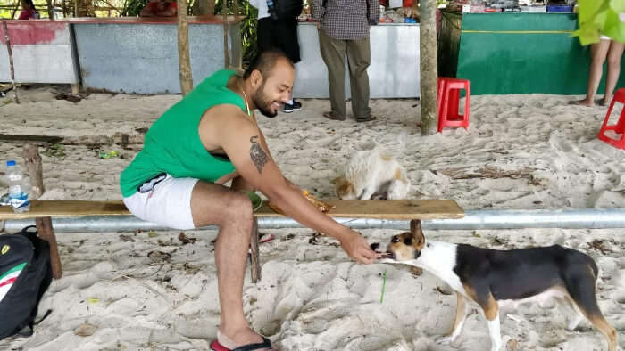 Rahul shows pet love