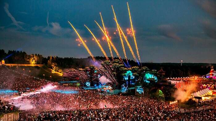 fireworks on tomorrowland stage