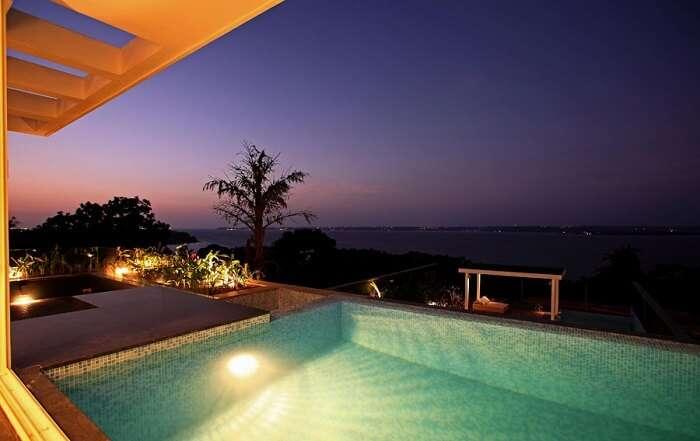 pool at infiniti villas