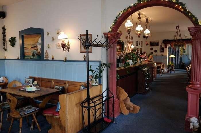 Zur Haxe Restaurant