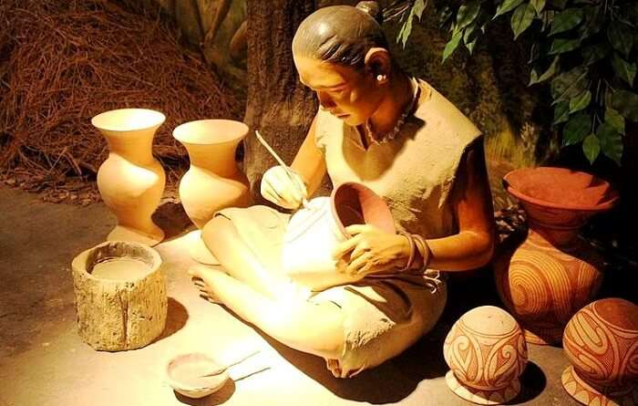 woman making a pot at ban chiang