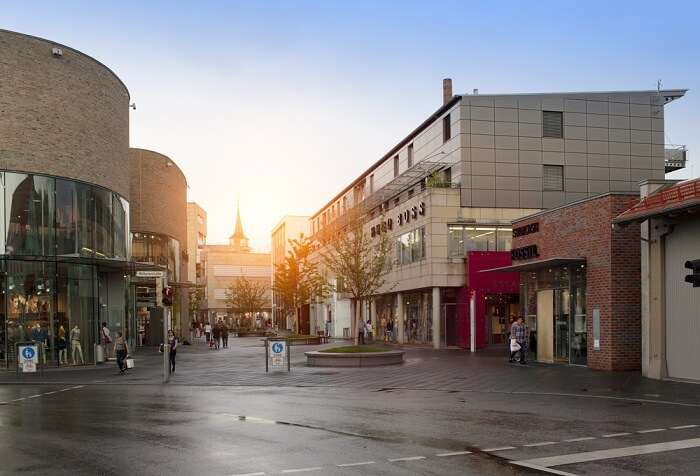 place is a good for tourists as well as shopaholics