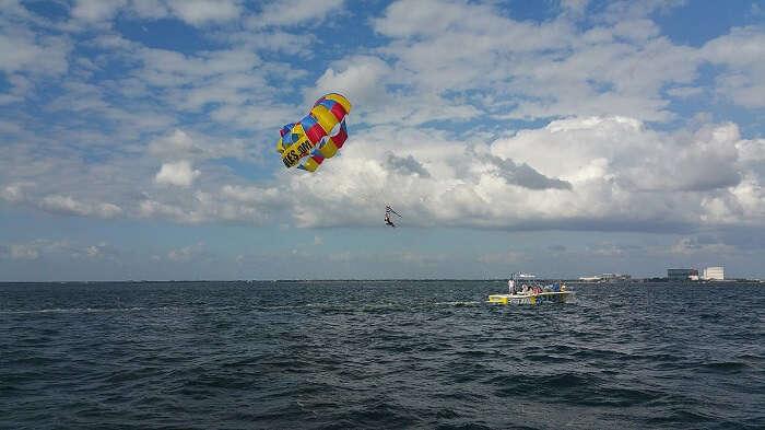 parasailing in ile aux cerfs