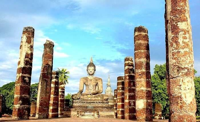 famous temple in sukhothai