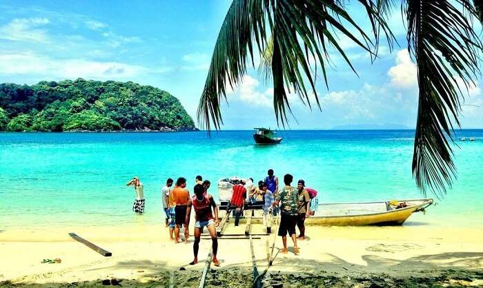 People leaving island for a boat ride