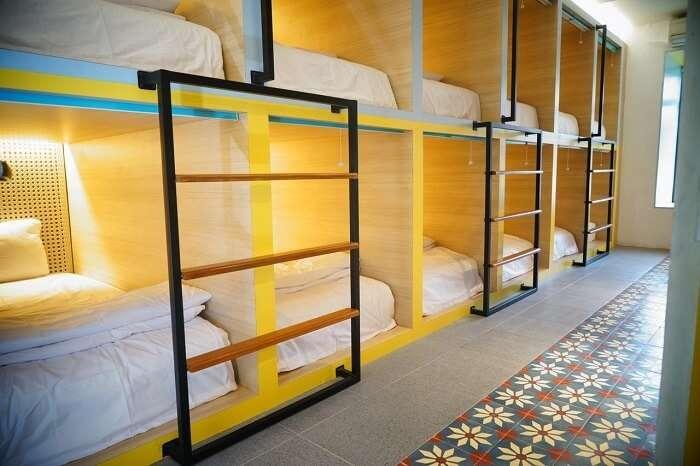 capsule hostel, bali