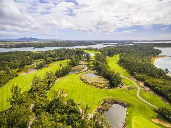 golf club on island