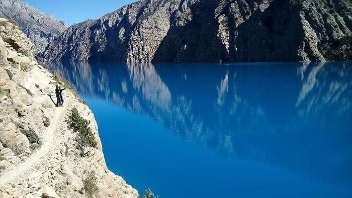 1024px-Reflective_sacrosanct_Phoksundo_Lake