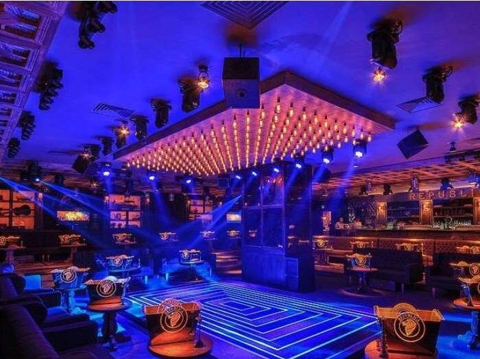fancy lighting in salsa club mexico