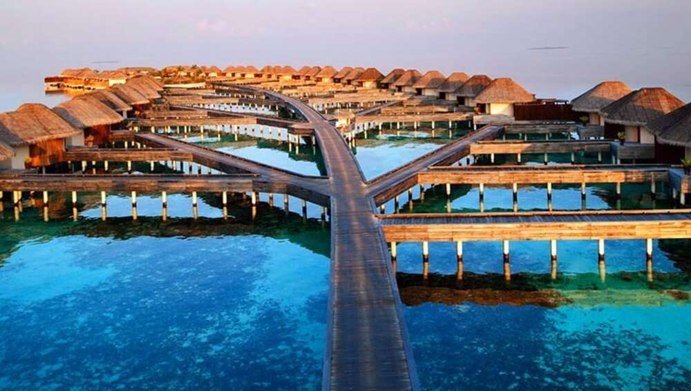 offers the view of infinity water pool