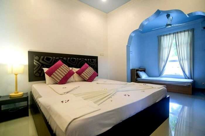 luxury bed and room