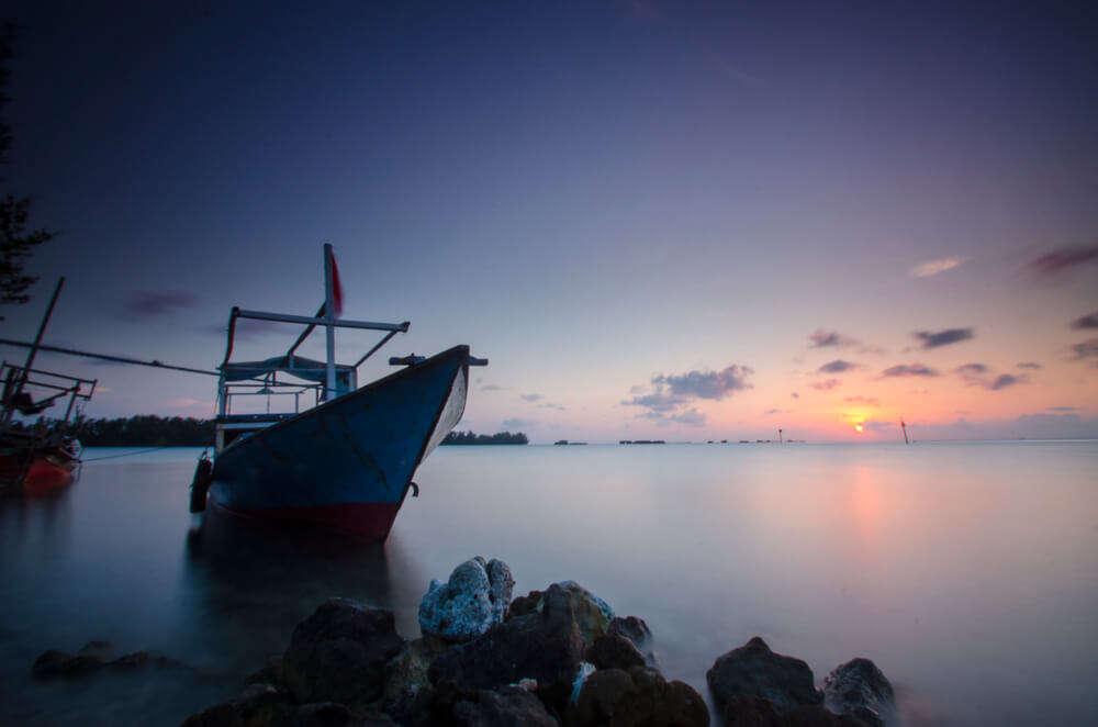 a fast boat to reach island coast