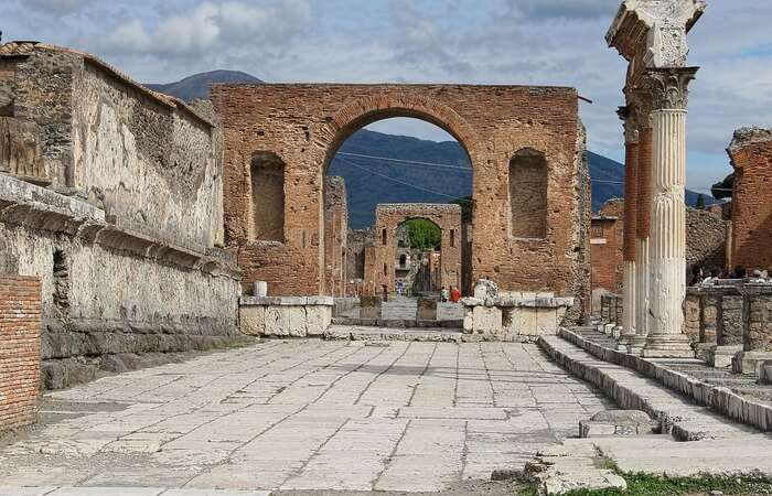 sightseeing at the Pompeii