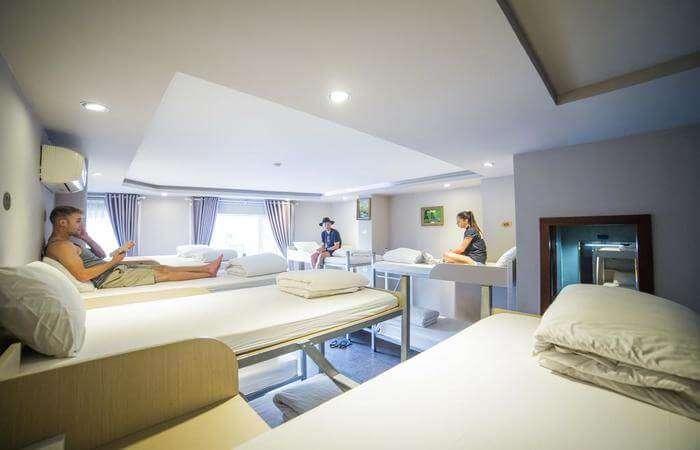 good environment in Hostel