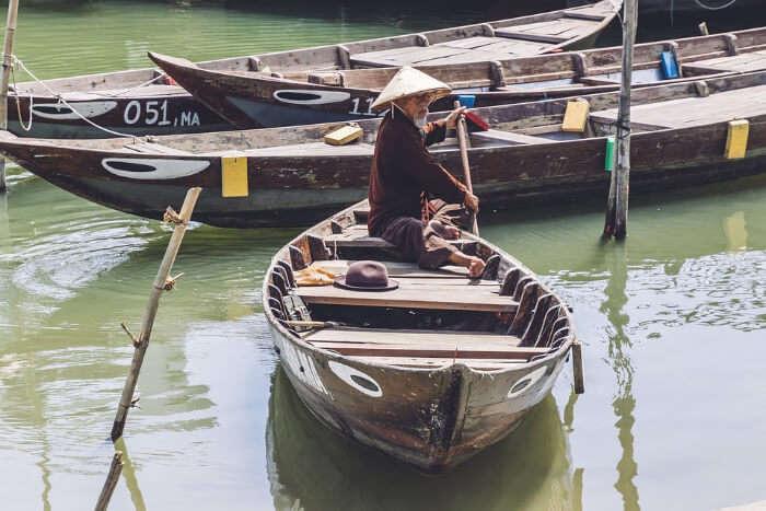 Private Sampan Tour in boat