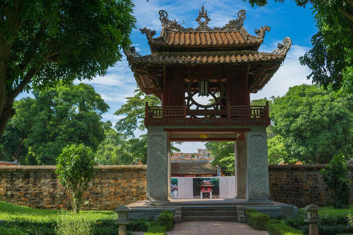 How to reach Temple of Literature