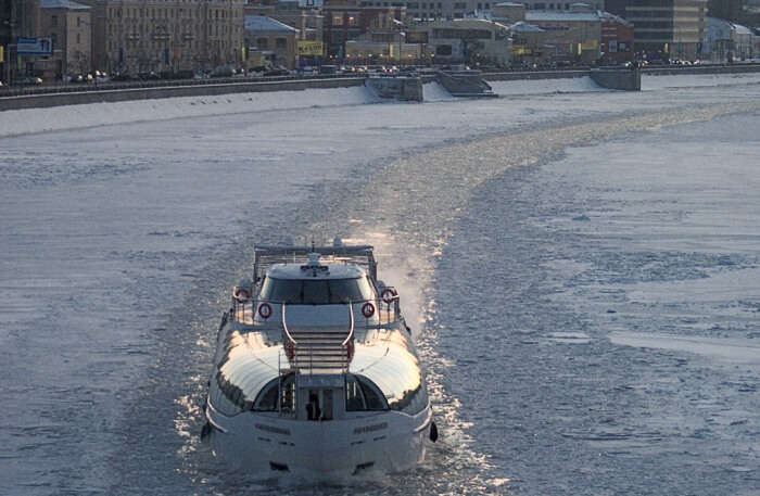 Icebreaker-Cruise-On-The-Moscow-River