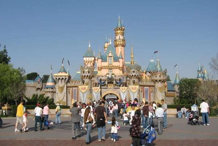 Meet Your Dream Characters in Disneyland