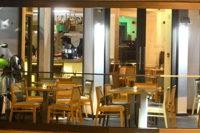 Artisan's Burger Bar