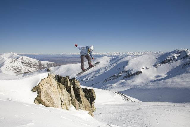 Best Time For Snowboarding In New Zealand