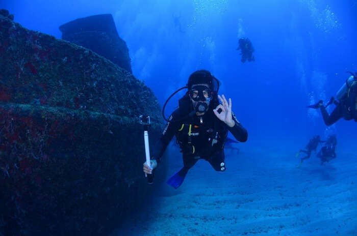 Blue Dive Diving Deep At The Bottom Of The Ocean