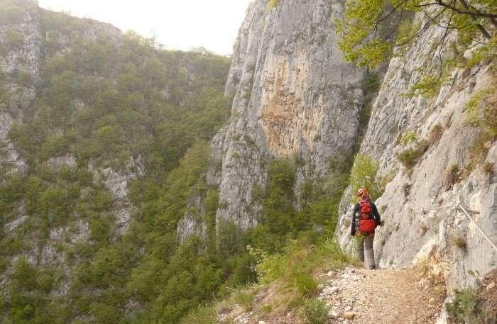 Hike Along The Edge