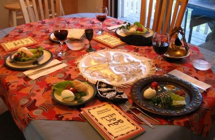 Join in on a Shabbat dinner