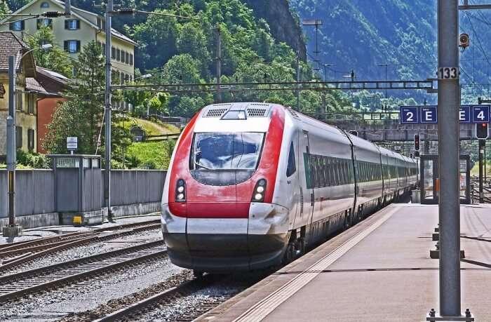 The-Gotthard-Panorama-Express