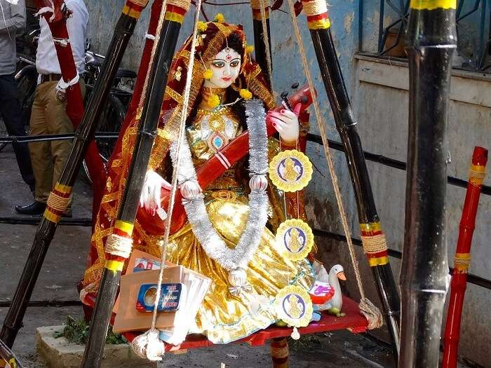 Goddess_Saraswati_dressed_in_yellow_sari_for_Vasant_Panchami_Festival,_Kolkata