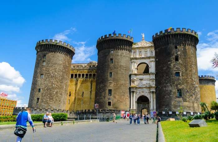 Explore The Castles And Palaces Of Naples