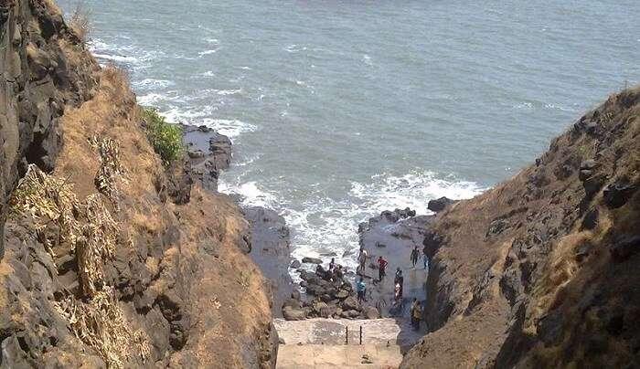 famous beach in Harihareshwar