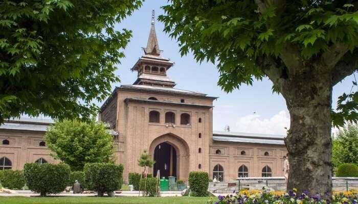 a mosque and a garden